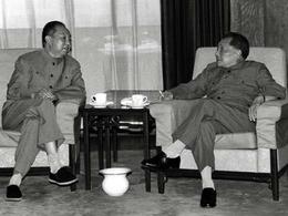 邓小平假政改之名 废黜华国锋的台前幕后