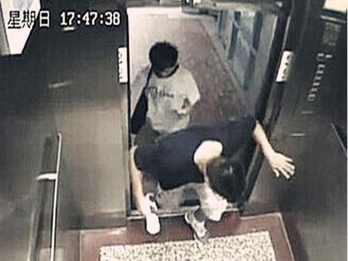厦门大学生被电梯卡死现场[图集]