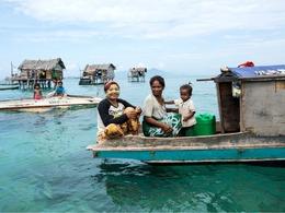 漂在海上的无国籍民族
