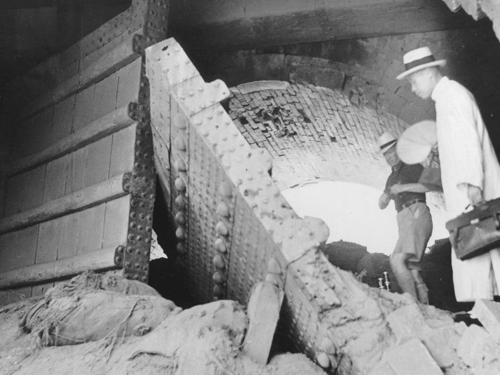 1937年7月19日,被日军炮兵部队袭击后的宛平东门。(图源:VCG)