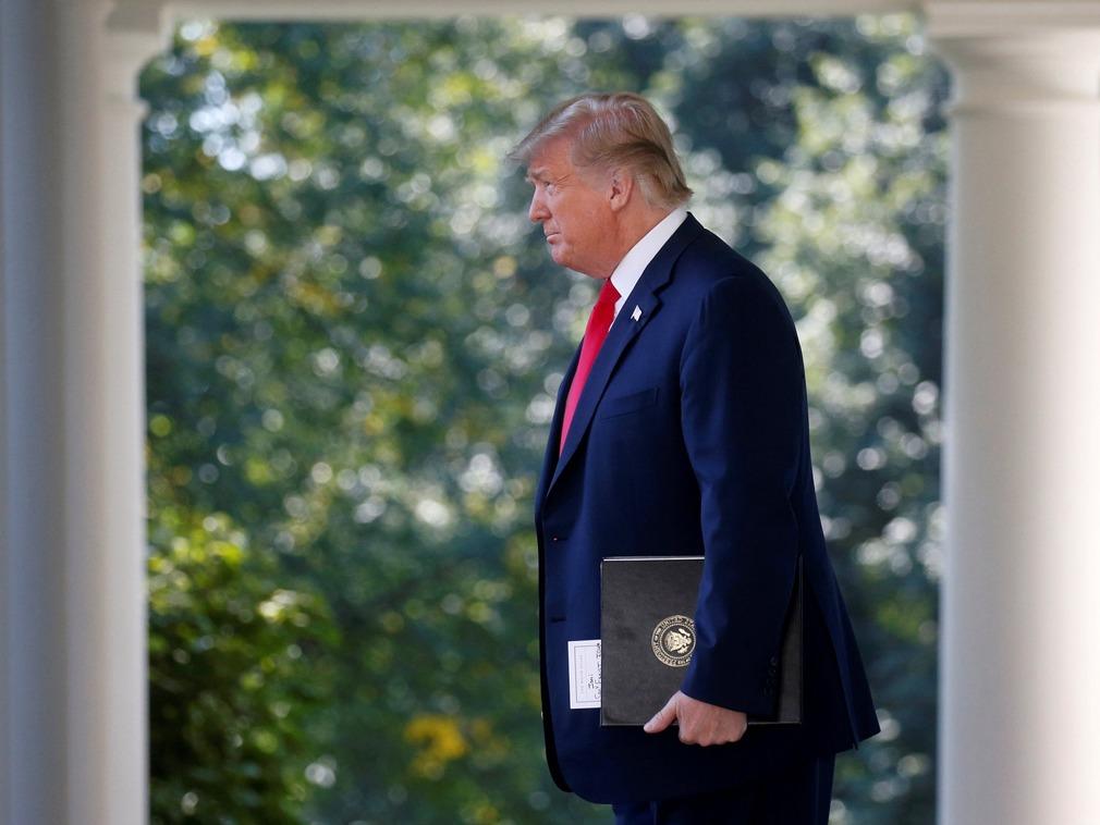 美媒:特朗普贸易政策将致大衰退 专家点明时间点