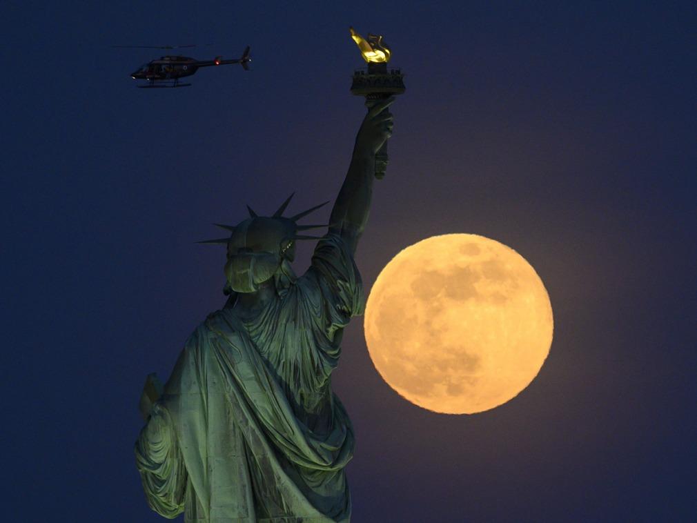 历史上的今天:自由女神像落户纽约[图集]