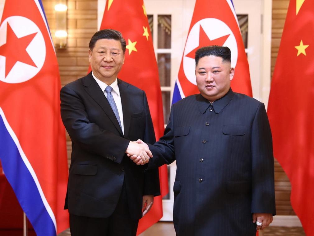 习近平夫妇观看艺术演出 朝鲜三大乐团首次同台献艺[图集]