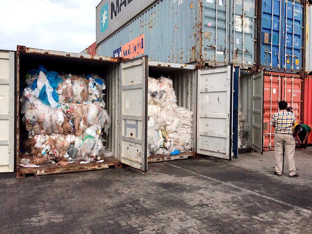 柬埔寨查获83箱1600吨洋垃圾 退回美国加拿大[图集]