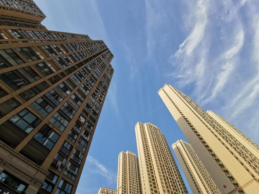 中共政治局定调楼市 地产股大跌半天蒸发500亿
