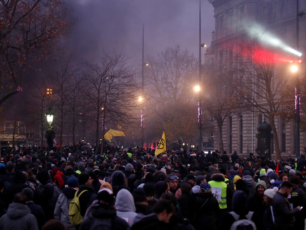 反对退休改革 法国大罢工持续第六天[图集]
